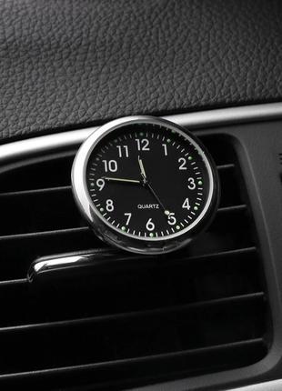 Часы автомобильные в решетку воздуховода или на скотч