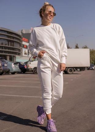 Костюм женский, спортивный костюм