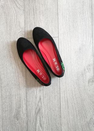 Черные балетки c вышивкой балеточки туфли туфлі з вишивкою