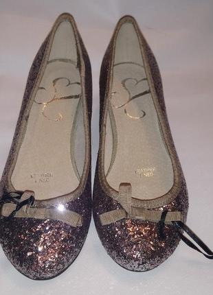 Глиттерные туфли.
