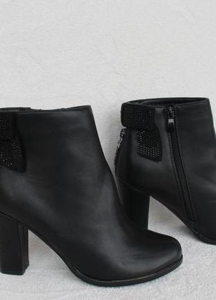 Демисезонные ботильоны, ботинки 39 размера на устойчивом каблуке