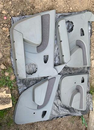 Дверние карти Dacia logan 2006