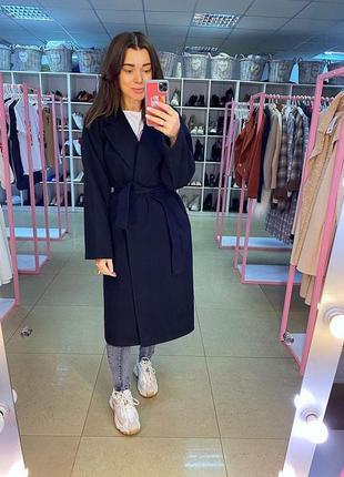 Черное двубортное пальто оверсайз. пальто свободное на запах с...