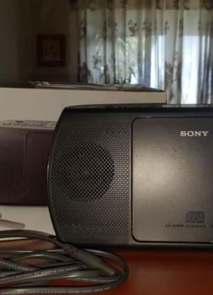 Портативный радиоприемник. Магнитола.Sony