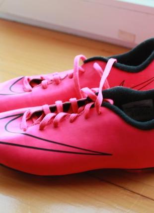 Стильная детская футбольная обувь nike