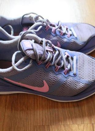 Привлекательные женские беговые кроссовки nike