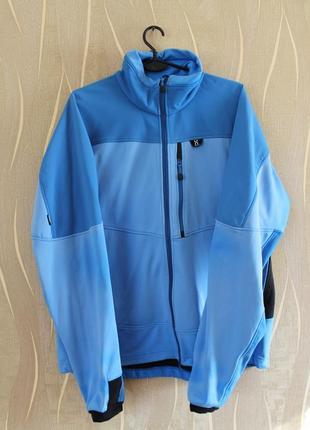 Привлекательная голубая мужская курточка haglofs