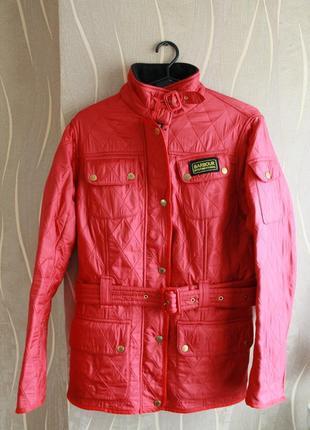 Превосходная женская куртка темно красного цвета barbour