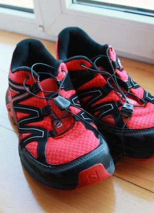 Совершенные мужские кроссовки черно красного цвета salomon