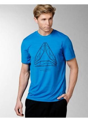 Невообразимо крутая синяя спортивная мужская футболка reebok