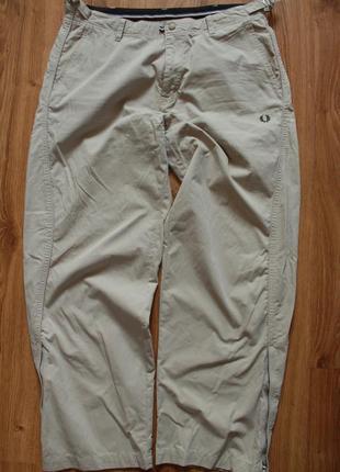 Изумительные мужские бежевые штаны классические fred perry
