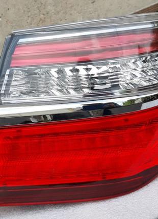 Toyota Camry 55 фонарь задний 81551-33600