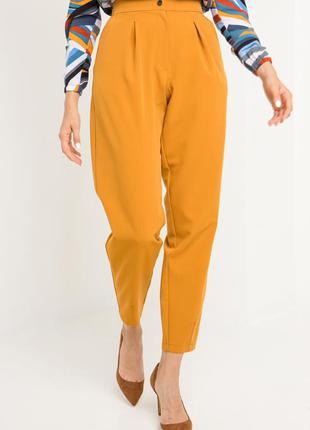 Широкие брюки бананы желтого цвета с высокой талией