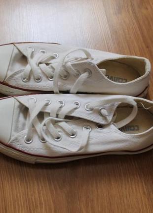 Стильные кеды от популярного бренда обуви converse
