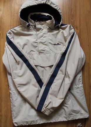 Бомбезный анорак куртка на осень с карманом на груди ellesse