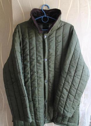 Неординарная мужская стеганая курточка оливкового цвета barbour