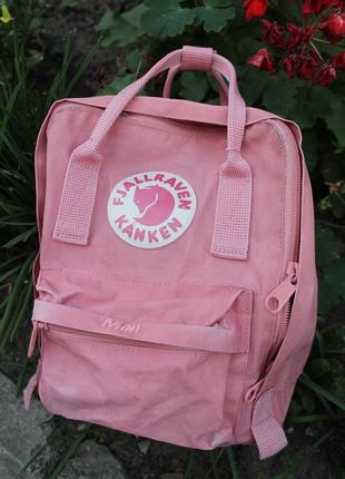 Прекрасный оригинальный рюкзак от хайпового кежуального бренда...