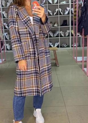 Клетчатое прямое шерстяное пальто. пальто оверсайз в клетку...