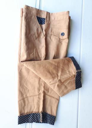 Стильные мужские шорты чиносы из шамбре с отворотами песочные