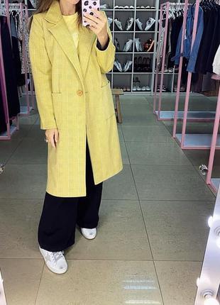 Двубортное жёлтое пальто оверсайз в клетку. кашемировое пальто...