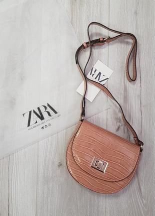 Маленькая бежевая сумка