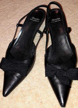 Стильні шкіряні туфлі bata