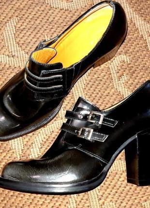 Стильні туфлі італія