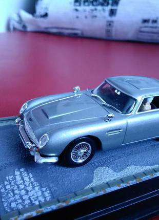 "James Bond 007 - Aston Martin DB5 "" Thunderball "" - 1:43 UNIVERSA"