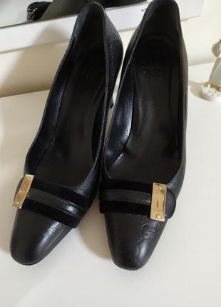 Классические туфли лодочки с бархатными вставками gucci  38 1/2 c