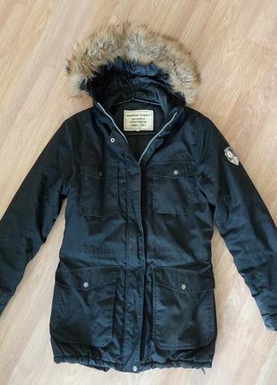 Брендовая, зимняя, удлиненная куртка с капюшоном на меху. унисекс