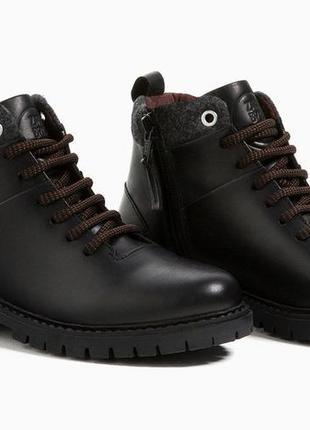 Демисезонные ботиночки zara для мальчика. размер 30