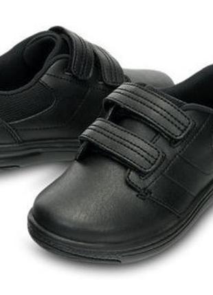 Кожаные туфли crocs для мальчика. размер 28-30