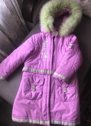 Продам зимнюю куртку-пуховик для девочки.
