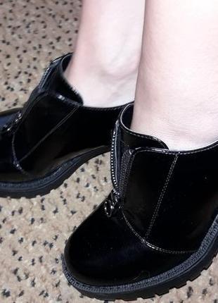 Лоферы лаковые удобный каблук