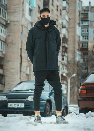 Мужская демисезонная куртка черного цвета