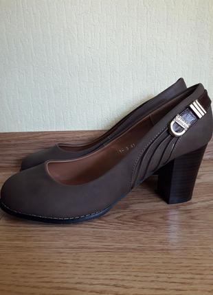 Туфли на каблуке 41 р-р (25,5 см)