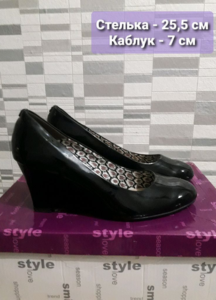 Продам элегантные лакированные туфли, 25,5 см.