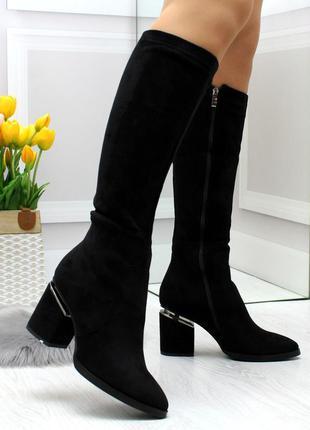 Удобные черные замшевые женские сапоги на фигурном каблуке
