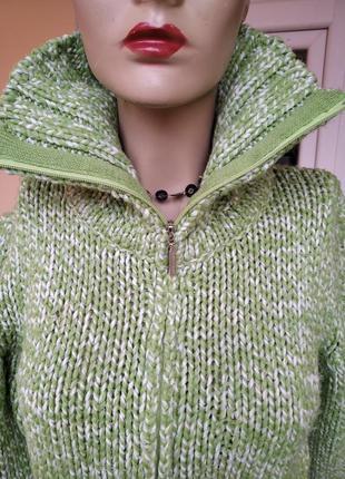 Фирменный супер тепый свитер. в составе шерсть. италия
