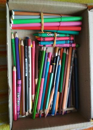 Олівці: кольорові, воскові, фломастери