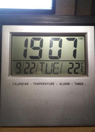 Часы электронные с встроенным термометром