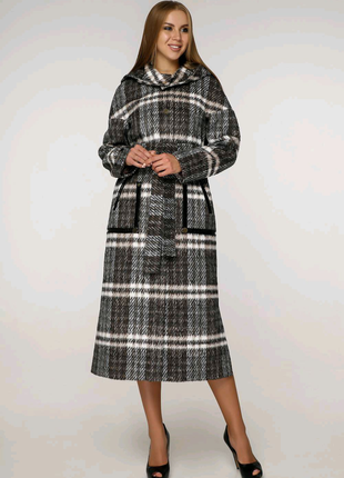 Демисезонное женское пальто в клетку с капюшоном