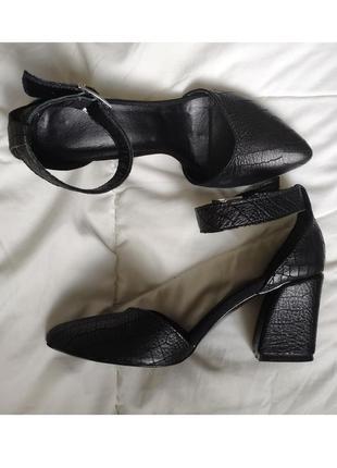 Кожаные туфли босоножки с узким носом закрытой пяткой ремешком...