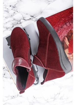 Короткие ботинки бордового цвета