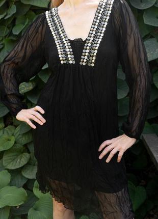Легкое черное платье с полупрозрачными рукавами в восточном стиле