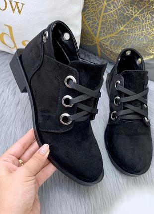 Замшевые осенние ботинки на квадратном каблуке