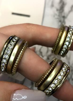 Кольца набор 4 штуки камни стразы золото