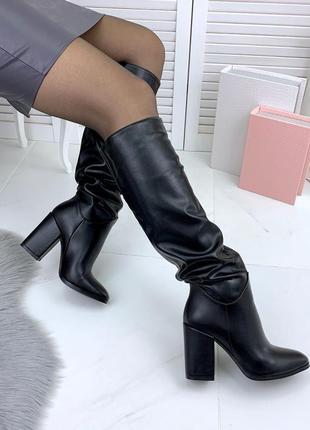 Осенние кожаные сапоги на высоком широком каблуке