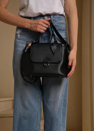 Женская небольшая черная сумка с платком черного цвета