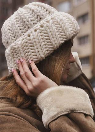 Объёмная шапка крупной вязки зимняя